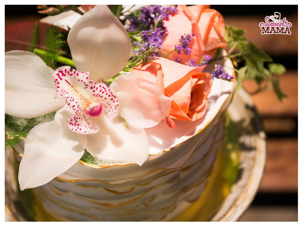 sweetmama-tarta-ruffles-oro-flores-naturales-barcelona
